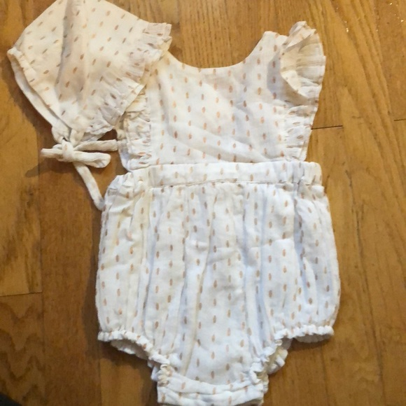 b7bc437526e Romper with matching bonnet NWT